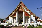 威汉帕欣赏雄伟孟扣波琵寺在泰国大城府 — 图库照片