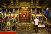 Interior of the Temple of the Sacred Tooth Relic (Sri Dalada Maligwa) in Central Sri Lanka, Asia — Stock fotografie