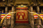 Interior of the Temple of the Sacred Tooth Relic (Sri Dalada Maligwa) in Central Sri Lanka, Asia — Foto de Stock