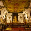 Interior of the Temple of the Sacred Tooth Relic (Sri Dalada Maligwa) in Central Sri Lanka, Asia — Stock Photo