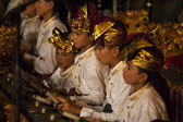 Balinese boys play the gamelan during a Hindu dance ceremony in a temple in Bali, Indonesia — Stock Photo