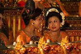 Balinese ladies play the gamelan during a Hindu dance ceremony in a temple in Bali - Indonesia — Stock Photo