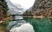 Mountain bridge — Stock Photo