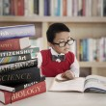 estudiante con libros de lecciones — Foto de Stock