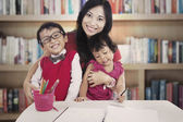 Family in library — Stock Photo