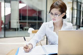 Businesswoman writes on a document — Stock Photo
