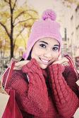 甘い女性の冬の服を着て — ストック写真