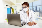 Female doctor make a prescription — 图库照片
