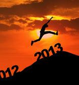 2013 silhouet springen nieuwjaar — Stockfoto
