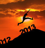 2013 silhoutte pular de ano novo — Foto Stock