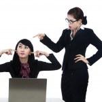 Business woman yelling at employee — Stock Photo