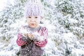Adorabile ragazza celebrare natale — Foto Stock