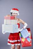 漂亮的亚洲女人和圣诞礼物 — 图库照片