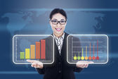 Businesswoman showing business diagram — Stock Photo
