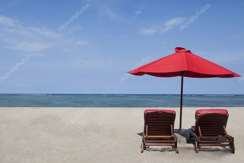 Two red umbrella beach and chairs in paradise island — Stock Photo #15933351