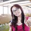 Girl student thumb up in class - 图库照片