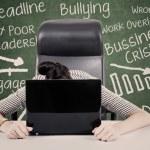 Empresaria con exceso de trabajo — Foto de Stock