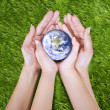 Earth in hands - Stockfoto