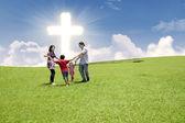 Aproveitando o feriado da páscoa juntos — Foto Stock
