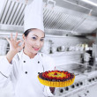 Beautiful chef cook delicious cake — Stockfoto