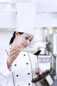 Chef preparing chocolate cake — Stock Photo