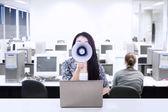 Businesswoman announce meeting — Stock Photo