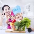 Healthy family at home — Stockfoto