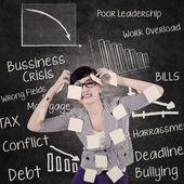 Mulher de negócios tem dor de cabeça e problemas — Foto Stock