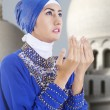 Attractive muslim girl praying at mosque — Stock Photo