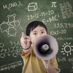 chlapec s řečníkem na učebně — Stock fotografie #26380683