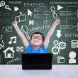 chlapec počítačové vědy soutěž přes notebook v třídě vyhrál — Stock fotografie #26381177