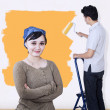 Asian couple paint wall in yellow color — Lizenzfreies Foto