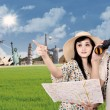 Asian couple travel around the world — Stock Photo