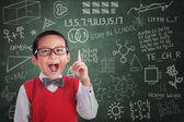 Asijské boy student má myšlenka ve třídě — Stock fotografie