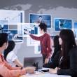 apresentação de negócios usando a interface futurista — Foto Stock