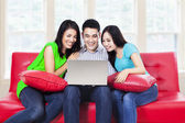Friends with laptop — Stockfoto
