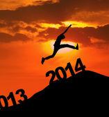 Silhueta de 2014 pular de ano novo — Foto Stock