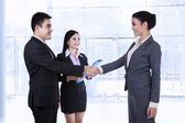 Business partners making an agreement — Stock Photo
