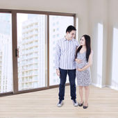Happy young couple at new apartment — Stockfoto