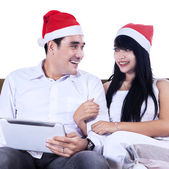 Isolated christmas couple with digital tablet — Stock Photo