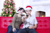 Happy christmas couple watching tv — Stock Photo