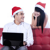 Happy christmas couple shopping online — Stock Photo