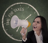Announcement time for taxes — Stock Photo