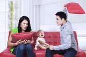 Rodzice twierdząc — Zdjęcie stockowe