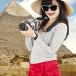 Asian tourist at pyramid — Stock Photo