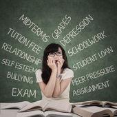 Sottolineato studente con molti problemi — Foto Stock