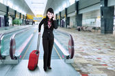 Businesswoman at the international airport — Stock Photo