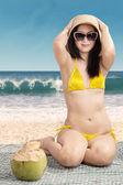 Sexy woman wearing swimsuit on beach — Stockfoto