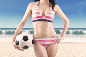 Woman wearing swimwear holding ball — Foto de Stock