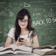 SMS di studenti in classe — Foto Stock #49869809